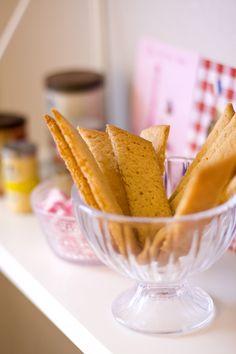 Knaprigasirapskakor--swedish syrup cookies