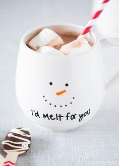 DIY snowman mug gift - get the instructions at iheartnaptime.com