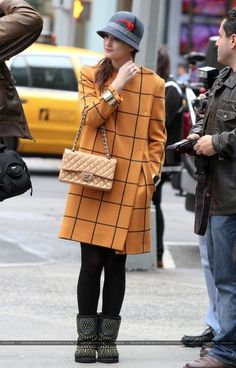 blair waldorf uploaded by just me on We Heart It - blair waldorf Source by dianadonatellaa - Blair Waldorf Outfits, Blair Waldorf Style, Gossip Girl Outfits, Gossip Girl Fashion, Rock Style, Outfits With Hats, Winter Outfits, Vanessa Abrams, Classy Outfits