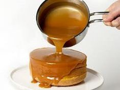 Kinuskikastike - Resepti | Kotikokki.net Chocolate Fondue, Eggs, Baking, Desserts, Food, Spreads, Dressings, Sauces, Bread Making