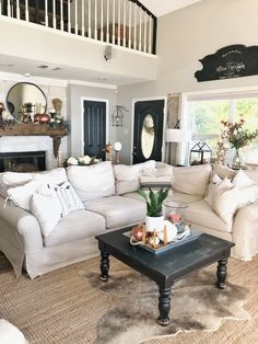 21 awesome shabby chic apartment living room design and decor ideas 7 Home Living Room, Apartment Living, Interior Design Living Room, Living Room Designs, Living Room Decor, Shabby Chic Apartment, Shabby Chic Living Room, Home And Deco, Living Room Inspiration