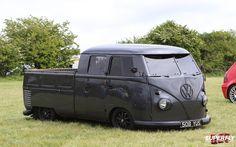This is bad ass! Vw Kombi Van, Volkswagen Transporter, Bus Camper, Vw T5, Volkswagen Bus, Truck Covers, Classic Pickup Trucks, Search And Rescue, Custom Vans