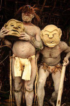 mud men, Papua New Guinea photo: John Crux, Religions Du Monde, Cultures Du Monde, World Cultures, We Are The World, People Around The World, Around The Worlds, Anthropologie, Papua Nova Guiné, West Papua
