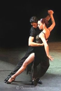 Ahhh the Tango from Buenos Aires where it is performed in the bars , cafes and dance halls of Argentina. People have lived, loved and even died for the Tango. Tango Dancers, Ballet Dancers, Shall We Dance, Lets Dance, Katharina Witt, Foto Portrait, Partner Dance, People Dancing, Poses References