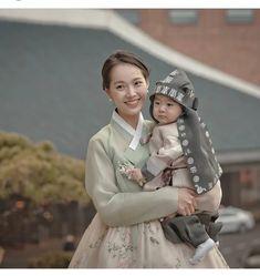 Hanbok The Dan ‧ Made with ♥ Korean Hanbok, Korean Dress, Korean Outfits, Kids Outfits, Korean Traditional Dress, Traditional Fashion, Traditional Dresses, Korean Fashion, Kids Fashion