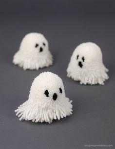 diy spooky pompoms Mr. Printable -- so sweet!