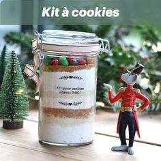 Le kit à cookie est parfait pour faire plaisir à nos proches avec un cadeau maison et gourmand Cookies Et Biscuits, Kit, Christmas Ornaments, Holiday Decor, Parfait, Tableware, Simple, Personalized Christmas Gifts, Gourmet Gifts