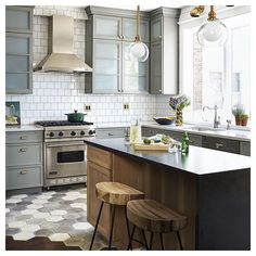 Loving this gorgeous kitchen (via @housebeautiful )  Aren't those stools just…