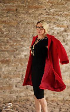 Tutorial how to make a shell coat. In sisterMAG p.122 #fashion #wardrobe #diy #tutorial. Find free pattern here: https://www.box.com/s/52r0gf7rvv98tlfx37pm Photo: @Naomi Lane Heartbeats