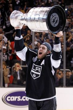 Anze Kopitar is the FIRST slovenian-born player to hoist the Stanley Cup. Cograts!