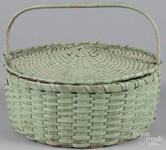 Unusual painted splint pie basket, 19th c., retaining an old green surface with lid and fixed handle - Price Estimate: $160 - $220