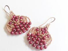 orecchini fatti a mano perle cerate rosso porpora e rocailles oro : Orecchini di tizianatar