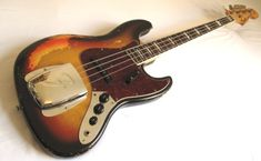1258293220-vintage_bass_guitar_dealers_1.jpg (900×555)