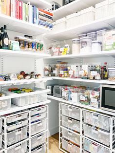 A professional shares 6 ideas from the IKEA Kitchen Pantry Organization for programmable r . - A professional shares 6 ideas from the IKEA Kitchen Pantry Organization for programmable shelves A - Organisation Ikea, Ikea Kitchen Organization, Organizing Ideas, Ikea Pantry Storage, Refrigerator Storage, Ikea Kitchen Pantry, Kitchen Pantry Design, Kitchen Ideas, Ikea Kitchen Shelves
