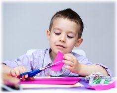 Pourquoi et comment aider un enfant qui a de la difficulté à découper avec des ciseaux avant son entrée en maternelle? (6 conseils d'ergothérapeute) - MadyMax
