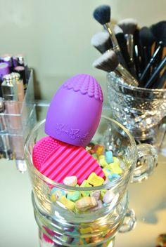 BomBeauty Makeup Bom - The Best Makeup Brush and Makeup Sponge Cleaner
