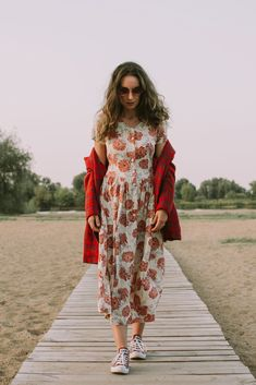 Vintage Store - minimalism from the to the Vintage Looks, Vintage Style, Vintage Fashion, Summer Lookbook, Red Blazer, Dress Vintage, Kimono Top, Floral, Tops