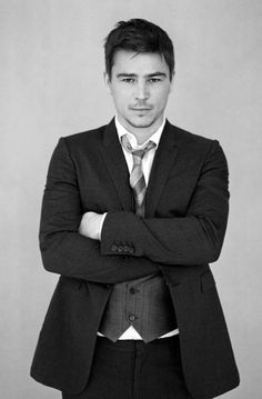 I enjoy the Josh Hartnett look-a-likes of this world for real. Makes me smile every time.