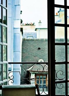 I swear, this looks exactly like the view out of one of the windows of the Warwick Arms... Gotta go back one day...