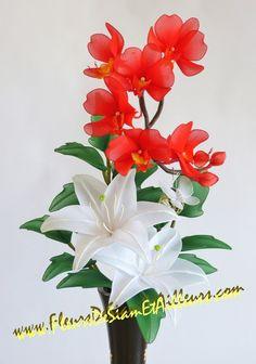 Lys blanc et orchidée Phalænopsis rouge