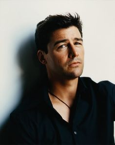 Kyle Chandler, favorite crush. Baby, I've loved you since Early Edition.