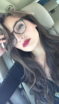 What Makeup Should You Choose If You're Wearing Glasses? – My Makeup Ideas Jessica Clement, Round Lens Sunglasses, Cute Sunglasses, Lunette Style, Sexy Librarian, Cool Glasses, Makeup With Glasses, Fashion Eye Glasses, Wearing Glasses