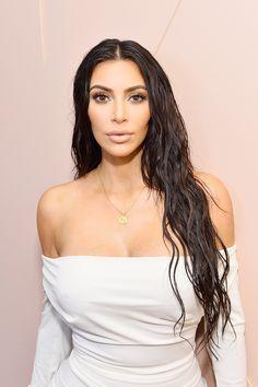 Conceal, bake, brighten: el maquillaje de Kim Kardashian en tres pasos. #Tutorial #MakeupTutorial #KimKardashian #KKW #KKWBeauty #MakeUp #KardashiansMakeUp #Maquillaje #TutorialDeMaquillaje