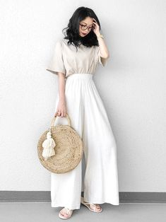 Mode City, Mode Kpop, Japanese Outfits, Japanese Clothing, Minimal Outfit, Neutral Outfit, Japan Fashion, Asian Style, White Fashion