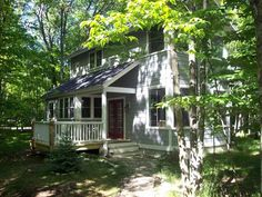 DEER PATH is an upscale brand new cottage with Pottery Barn furnishings in a lovely tucked away residential neighborhood. Owned by a S. California artist. Perfect for a romantic couple seeking a wooded property ...