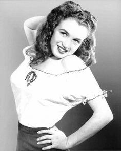 1946 Norma Jeane (Baker) Mortenson (MM) Marilyn Monroe - dunway.com