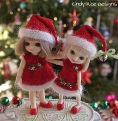 Pukipuki and Amelia Thimble dolls dressed in their Christmas finery, cindyricedesigns.com