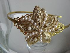 love this vintage brooch/headband!