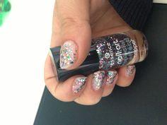 digging this nail polish :)
