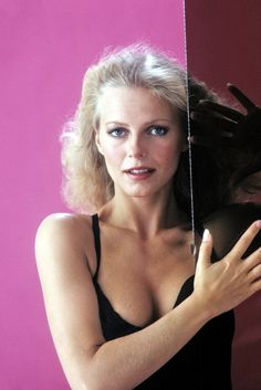 Cheryl Ladd is on Charlies Angels -. Cheryl Tiegs, Cheryl Ladd, Girl Celebrities, Celebs, Jaclyn Smith Charlie's Angels, Kate Jackson, Actrices Sexy, Farrah Fawcett, Star Wars
