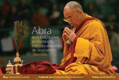"""""""Abra seus braços para as mudanças, mas não abra mão de seus valores."""" Dalai Lama - Veja mais sobre Espiritualidade & Autoconhecimento no blog: http://sobrebudismo.com.br/"""