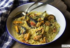 Espaguetis con mejillones y salsa de curry. Receta fácil, sencilla y deliciosa Salsa Curry, Pasta Facil, Japchae, Spaghetti, Pizza, Ethnic Recipes, Food, Dessert, Spaghetti Recipes