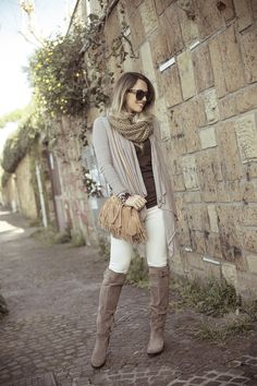 Fashion blogger @glamgerous wearing our Marled Yarn Snood in Brown! Shop now at www.lafiorentina.com ♥