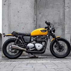 Yellow, yellow, yellow... enjoy the Saturday #macco #triumph #bonneville #t100 #t120 #triumph_uk #triumphnation #triumphmotorcycles #dropmoto #saintmotors #scramblerstrackers #scrambler #tracker #officialtriumph #caferacer #lifestyle #loveforbikes #maccomotors