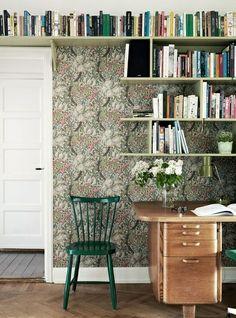 Lovely wallpaper -- but I really love the bookshelves.