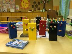 1.-2. lk puutyö. Robotit. Diy Crafts For School, Diy And Crafts, Crafts For Kids, Arts And Crafts, Wood Projects For Kids, Preschool Toys, Wood Toys, Art School, Wood Crafts