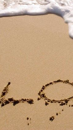 Love on beach - Tap to see super beautiful in love couple wallpaper! - @mobile9