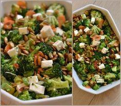 Broccolisalat med feta og græskarkerner Du skal bruge: 1 broccoli 2 gulerødder 1 avokado 1 håndfuld saltede græskarkerner 1/2 blok feta (rigtig, god feta!)  Dressing: 1 tsk honning 2 spsk æbleeddike
