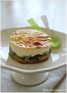 Cheesecake with courgettes and goat - Make me eat! No Salt Recipes, Veggie Recipes, Vegetarian Recipes, Cooking Recipes, Fingers Food, Food Porn, Zucchini, Easy Cheesecake Recipes, Savoury Cake