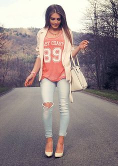 Blazer, jeans, graphic tee and heels, summer fashion