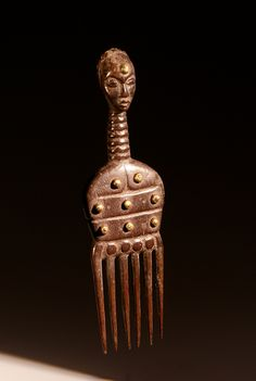 Africa | comb from the Attie people of the Ivory Coast | Wood | early 20th century