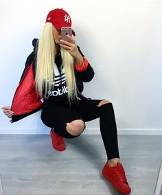 """6,968 Me gusta, 44 comentarios - isabelle karlsson friberg ♡ (@isabellefribeerg) en Instagram: """"❤️"""" Casual Sporty Outfits, Lazy Outfits, Tumblr Outfits, Sport Outfits, Trendy Outfits, Girl Outfits, Fashion Outfits, Red Sneakers Outfit, Adidas Outfit"""
