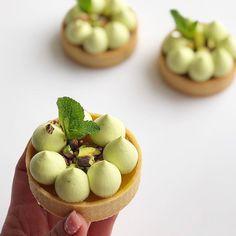 ☆Pistachio-Orange The incision is waiting? Small Desserts, Fancy Desserts, Delicious Desserts, Tart Recipes, Sweet Recipes, Dessert Recipes, Dessert Original, Dessert Decoration, Food Tasting