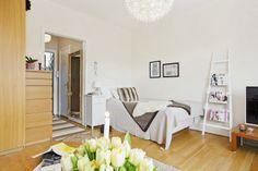 Como decorar un piso con muebles en color madera