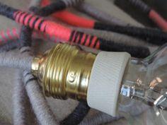 Lampe Baladeuse Pink 001, cordon laine fumée, rose fluo, gris bleu ancre.
