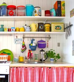 Looking for vintage kitchen design ideas? We have hand selected an attractive photo gallery from top kitchen decorating designers to get you inspired FREE! Pastel Kitchen, Kitchen Colors, Kitchen Dining, Kitchen Decor, Kitchen Corner, Kitchen Racks, Cosy Kitchen, Happy Kitchen, Kitchen Sink
